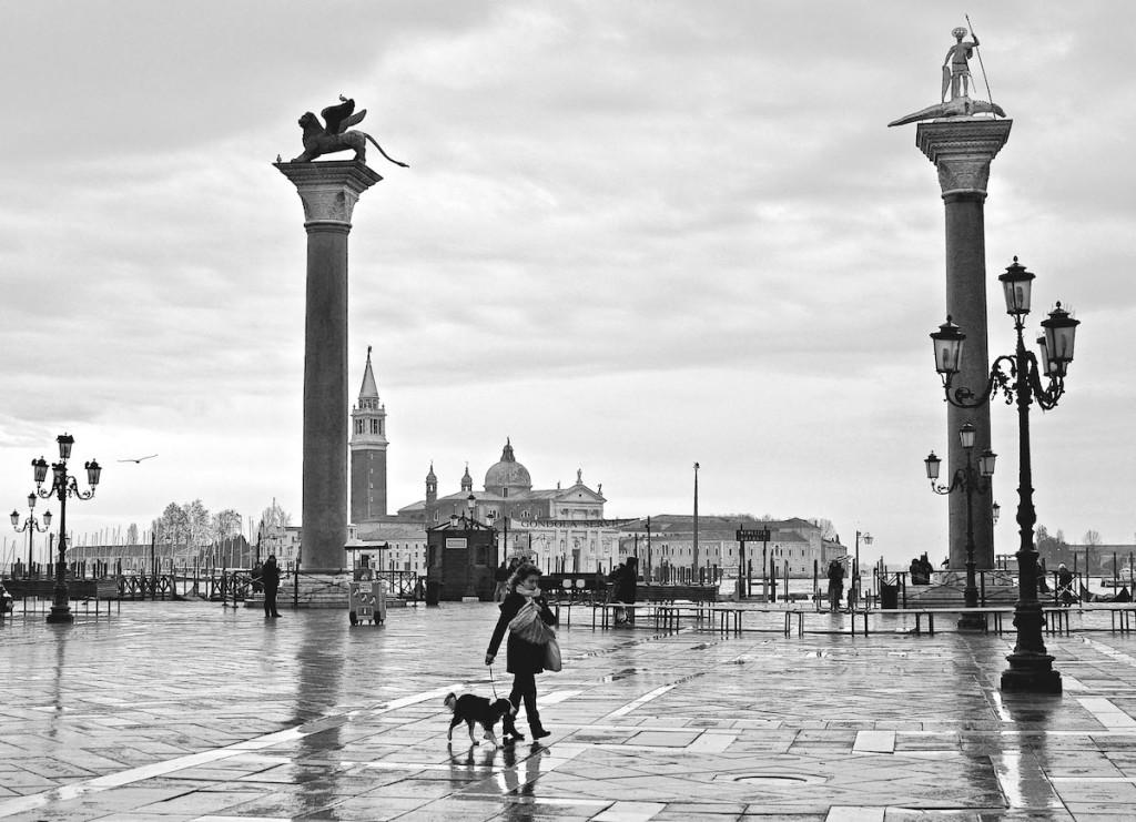 Le due colonne di Piazza S.Maeco, in una giornata piovosa-l'obiettivo imperfetto